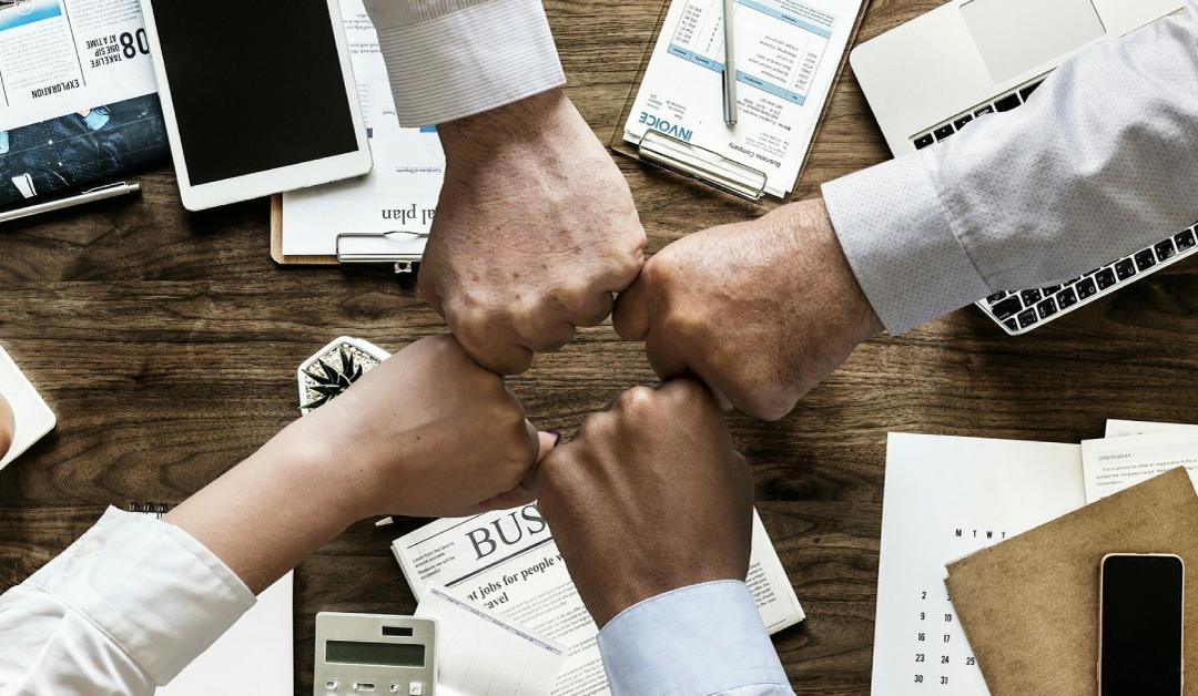 Empresas investem em canal de denúncia e ouvidoria para integridade corporativa